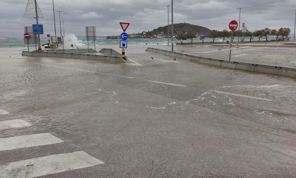 Olujno jugo trajektna luka